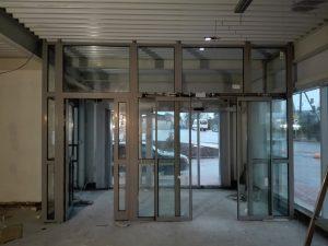 алюминиевые тамбурные двери