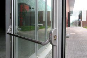 алюминиевые двери антипаника